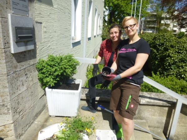 Balkonkästen Richtig Bepflanzen : bunt bunter am sch nsten balkonk sten richtig bepflanzen ~ Frokenaadalensverden.com Haus und Dekorationen